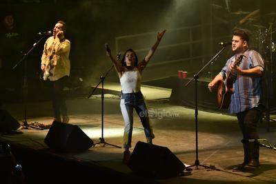 Siendo las 22:30 horas; Melissa, Pablo y Román pisaron el escenario del Poliforum. Los gritos de los fans retumbaron en el lugar desde ese momento hasta el final del recital.