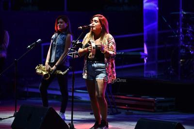 Dentro de las actividades de clausura de la feria en su edición 2019, los artistas dieron un show especial que tuvo como teloneros a Caztro y la lagunera Valeria Cárdenas.
