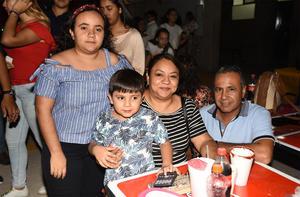 27092019 EN UNA KERMéS.  Familia Castañeda Ceniceros.