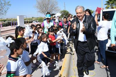 López Obrador se mostró cercano con los laguneros.