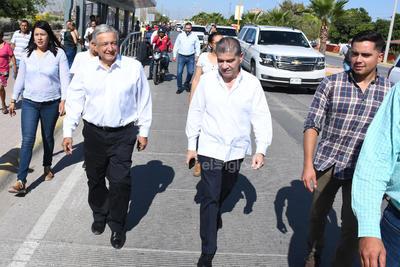 López Obrador estuvo acompañado por autoridades estatales y municipales.