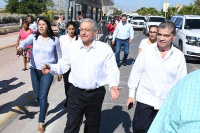 En compañía del gobernador de Coahuila, Miguel Ángel Riquelme Solís.