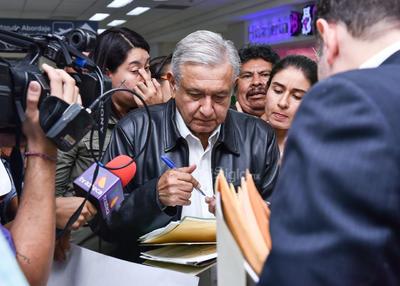 Ciudadanos trataron de acercarse al presidente.
