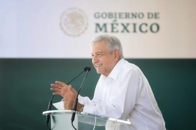 """Casi al final del discurso donde abordó el tema, el presidente dijo que """"si el gobernador se compromete y Piña se compromete, yo también me comprometo""""."""