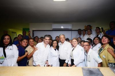 Abordó el tema del acueducto y dijo que es un proyecto que está viendo con los gobernadores de Durango y de Coahuila.