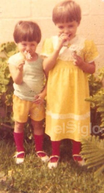 Maribel y Adriana hace algunas décadas.