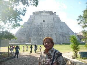 29092019 LA FOTOGRAFíA DEL RECUERDO.  Coco Martínez celebrando 30 aniversario de jubileo, fundadora de IMSS Torreón, egresada de la UANL.