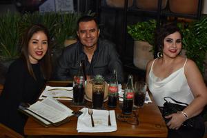 28092019 BRINDIS INAUGURAL.  Maricarmen, Héctor y Lorena.