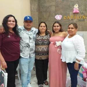 30092019 BABY SHOWER.  Diana acompañada por Mariana, Óscar, Claudia y Sandy.