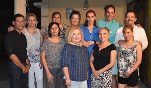 29092019 ENTRE AMIGOS.  Reunidos algunos del grupo de oración Mispa, en casa de Paco Amozurrutia Carson.