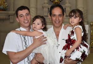 29092019 GRATOS MOMENTOS.  En el bautismo de Isabella y Leah de La Torre, Abelardo de La Torre Amozurrutia y Paco Amozurrutia Carson.