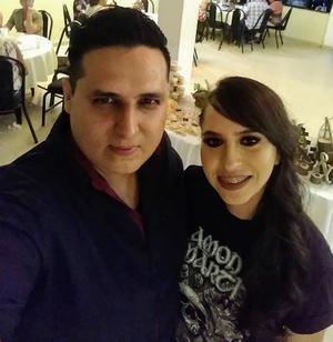 28092019 Alma acompañada de su futuro esposo, Ing. Aarón Díaz.