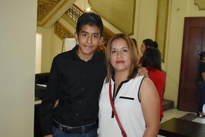 28092019 EN EL TEATRO.  Gamaliel y Cristina.
