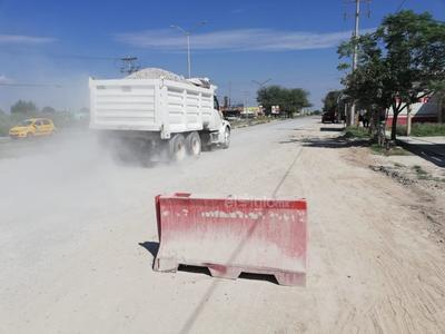 Polvo en el aire. El crucero está siempre lleno de tierra y se levanta mucho polvo, que afecta a negocios a los alrededores.