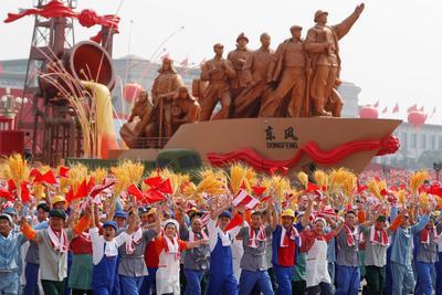 Pasaron por la Plaza de Tiananmen, el corazón simbólico del país.