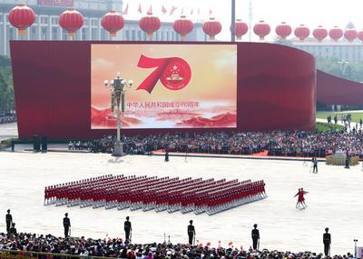 El desfile militar recorrió el centro de Beijing.