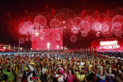 Conmemoran el aniversario del anuncio de la fundación de la República Popular China.