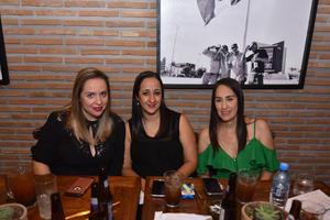02102019 EN UNA INAUGURACION.  Érika, Sofía y Marcela.