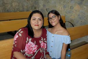 02102019 EN UN CONCIERTO.  Lupita y Sofía.