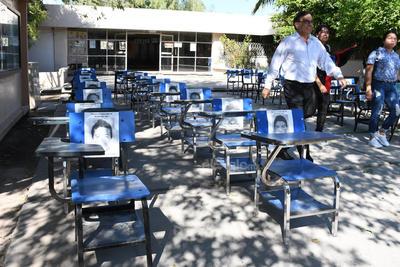 También rindieron homenaje a los normalistas de Ayotzinapa.