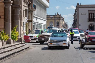 Impidieron el paso de vehículos que circulaban por la zona, los cuales se fueron acumulando en la calle Bruno Martínez.