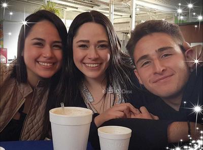 Pamela Arenas, Ceci Arenas y Andrés Arenas.