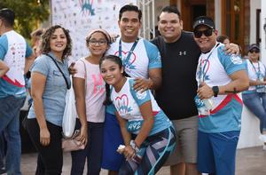 04102019 EN FAMILIA.  Marisol, Sofía, Andrea, Aldo, Luis y Víctor.