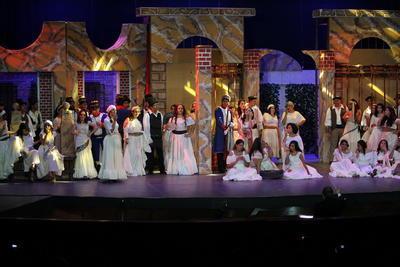 Para quienes consiguieron un buen lugar, se dejaron llevar por el montaje que contó con la participación de tenores, sopranos, barítonos y mezzosoprano, de la Orquesta Sinfónica de la Universidad Juárez del Estado de Durango (Osujed), el Coro 'Victoria', el Coro Infantil 'Ricardo Castro' y el Ballet Folclórico Huichol.