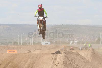 Motores 'rugen' en Campeonato Regional de Motocross