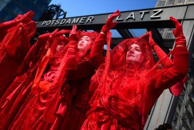Se espera que la protesta se extienda durante el día a unos 60 países.