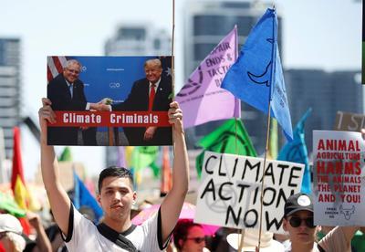 El movimiento ambientalista Extinction Rebellion (XR) tomó este lunes las calles de varios países.
