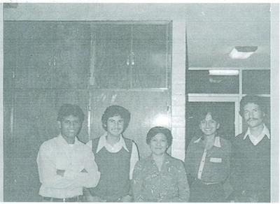 Los jóvenes Sud Sixto, Quico, Guillermina, Marytere y José Ángel, alumnos del Instituto de Religión Gómez Palacio. Diciembre de 1983