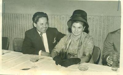 Guillermo Romero G. y Bertha Valdez de Romero (f). Foto tomada en Gómez Palacio en 1958.