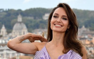 Estrenan la cinta del cuento mágico de Maléfica 2 en Roma