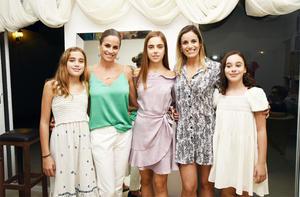 MARÍA FERNÁNDEZ, IRENE KARAM, ÁNGELA FERNÁNDEZ, ANILU KARAM Y LUCIANA PÉREZ