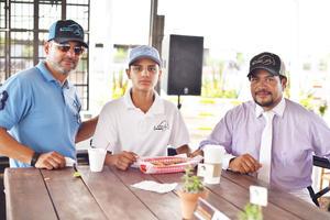 Arturo, Carlos y Carlos.