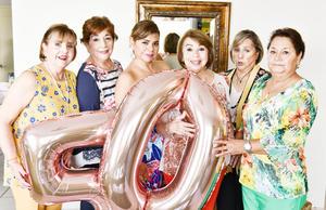 Acompañada de sus tias Rocio,Magaly,Manguis,Lety e Irene