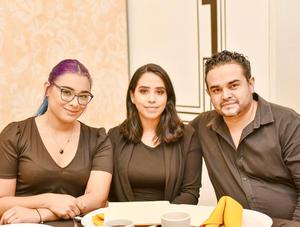 Roxana,Alejandra y Oscar.