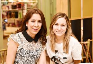 Valeria Villegas y Brenda Humphrey.