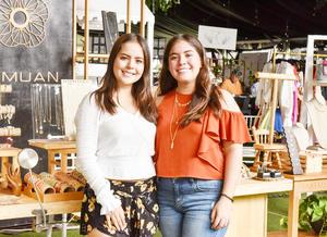 Ana Sofia y Regina Martinez.