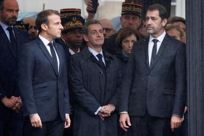 El presidente francés llamó a los policías 'víctimas del terrorismo islámico'.
