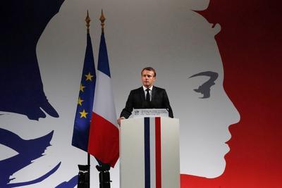 'Murieron en el servicio, en el trabajo', agregó Macron.