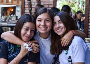 09102019 AMIGAS.  Marisofi Fahur, Valeria García y Pamela Sosa.