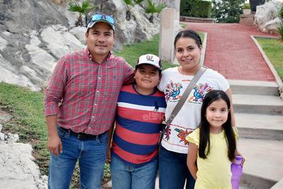 Jaime, Emiliano, Edna y Jimena.