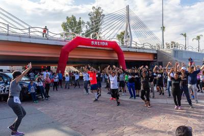 Participantes de diversas edades se pudieron ver en la carrera.