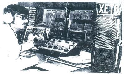 Locutor Antonio Lozoya Pérez transmitiendo en XETB la primera estación radiodifusora en Torreón hace 50 años.
