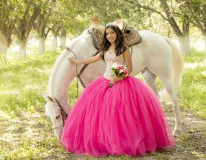 13102019 Vanessa Pérez Caro Adame celebró sus quince ayer 12 de octubre, en compañía de familiares y amigos.- Benjamín Estudio