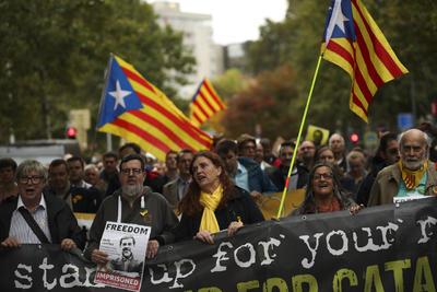 En este ambiente, el presidente regional catalán, Quim Torra, se reafirmó en que los independentistas no aceptan la sentencia y se comprometió a no 'desfallecer nunca' en el ejercicio del 'derecho a la autodeterminación'.