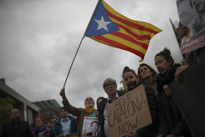 Las llamadas a la movilización contra la sentencia por parte del gobierno catalán y las alteraciones de orden público recibieron el reproche del Ejecutivo español.