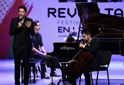 Velada en el Festival Revueltas da vida al Teatro Dolores del Río